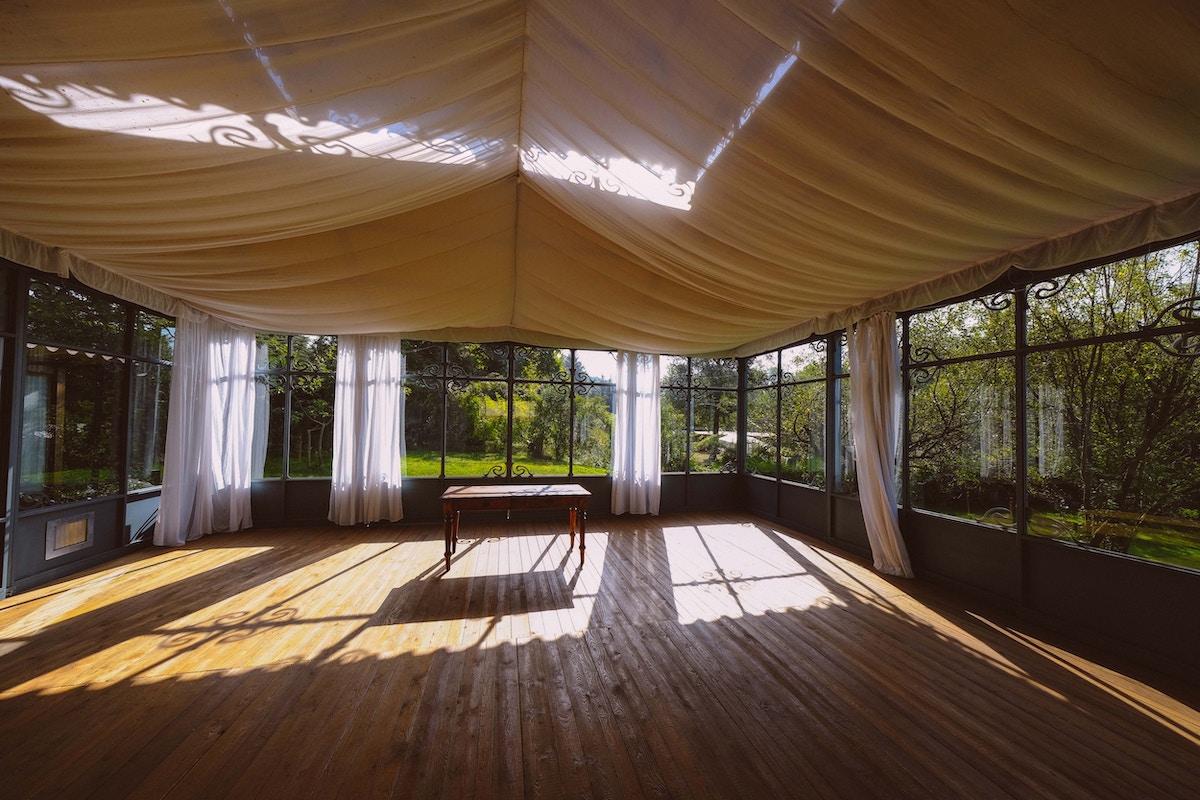 Rodzaje hal namiotowych i ich zastosowanie w przemyśle